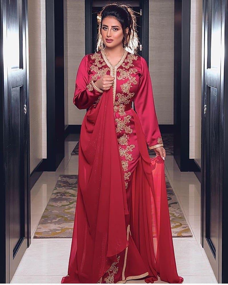 Caftan haute couture rouge en satin